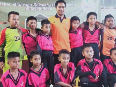 Juara 1 Lomba Futsal (SDIT Ihsanul FIkri)